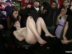 Возбужденная Бани мастурбирует раздвинув ножки