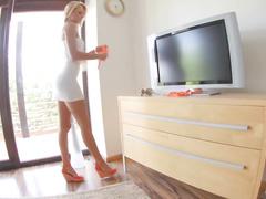 Сексуальная чешка почикалась за деньги