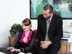 Два бандюка жестко порноьничают старушку