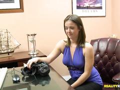 В массажных кабинетах чувственно обмазывают телочек