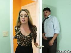 Озабоченный извращенец трахает взрослую даму Эффи