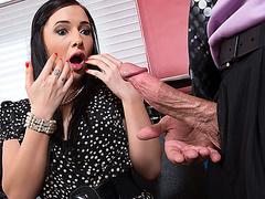 Тейлор Ван трахается с каким-то придурком в офисе