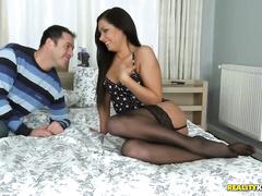 Горячая девушка в постели с кентом
