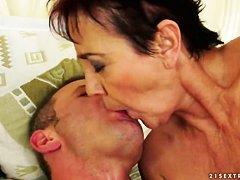 Случайная встреча Тиффани Стар сразу сделала ее порно стар